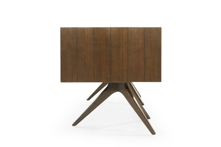 Rare Walnut Desk by Vladimir Kagan for Grosfeld House, circa 1950s In Excellent Condition For Sale In Stamford, CT