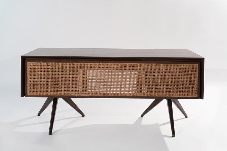 Rare Walnut Desk by Vladimir Kagan for Grosfeld House, circa 1950s For Sale 3