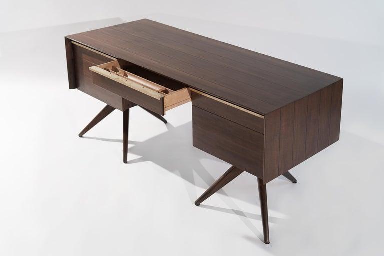 20th Century Rare Walnut Desk by Vladimir Kagan for Grosfeld House, circa 1950s For Sale