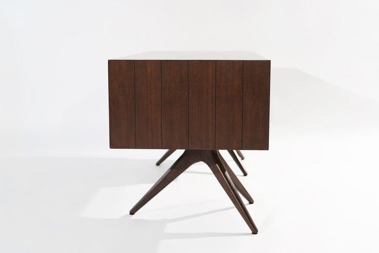 Rare Walnut Desk by Vladimir Kagan for Grosfeld House, circa 1950s For Sale 1
