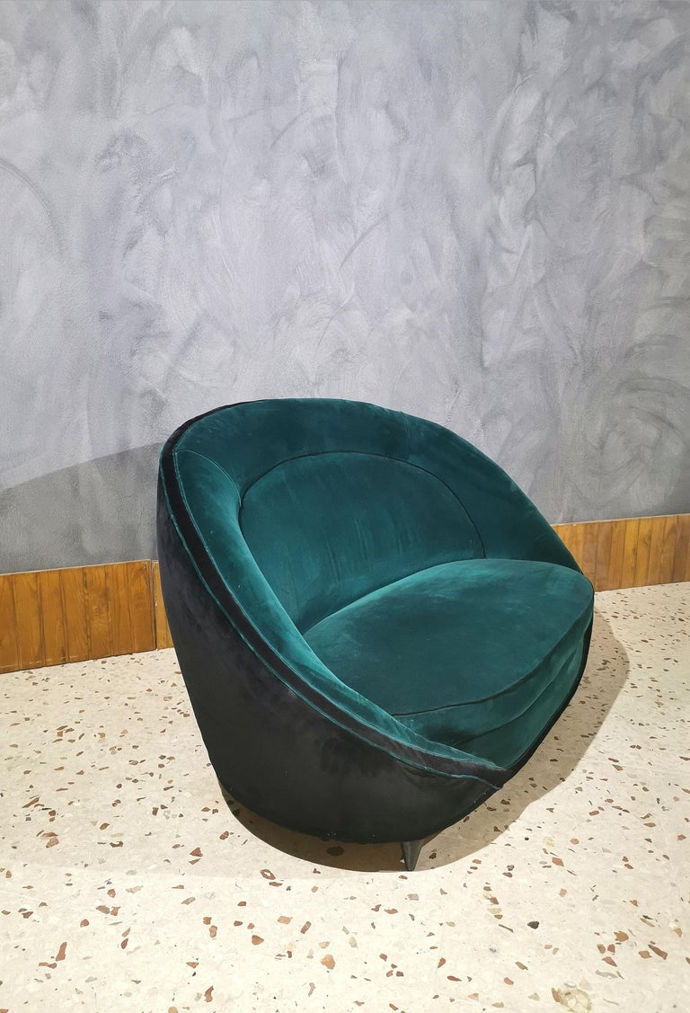 Mid-Century Modern Sofà Midcentury in the style of Giò Ponti, Smooth Velvet Green Emerald, 1950s For Sale