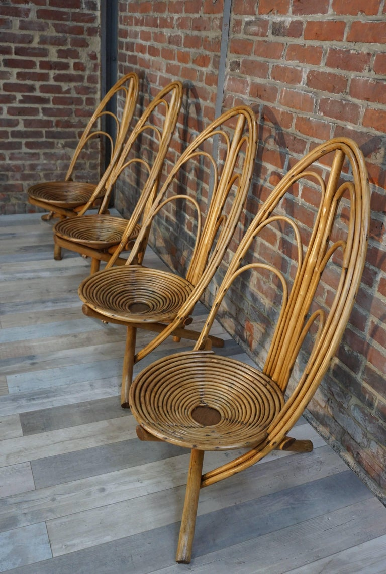 Superb, unique, genuine this garden lounge set in wood and rattan is graphic. You dream of a different garden, design and original and in addition vintage? Take a seat on these extraordinary tripod chairs, ideal for outdoor use, perfect on your