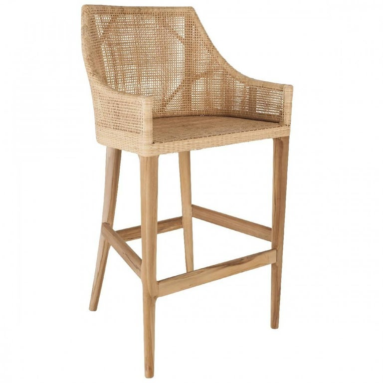 Elegant set of six rattan bar stools with a structure in natural teak combining quality, robustness and class. They will be perfect on your terrace, in your veranda, your winter garden, around the kitchen bar! In excellent condition (new items,