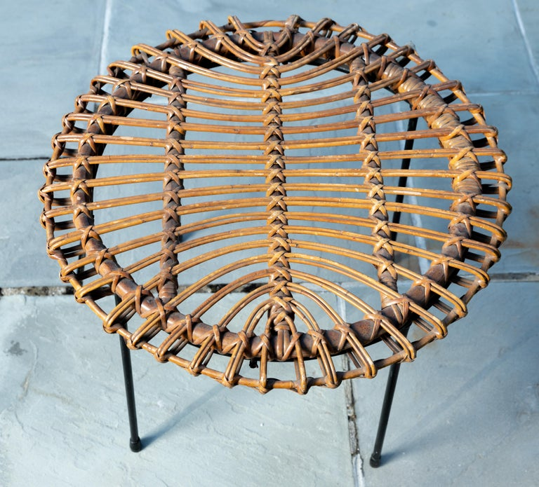Mid-Century Modern Rattan Round Side Table with Black Metal Base For Sale