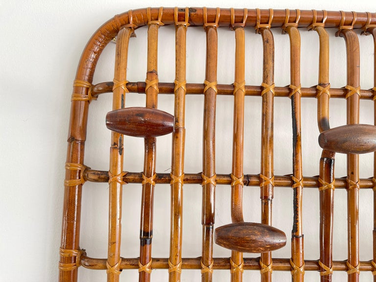 Rattan Wall Coat Rack In Good Condition For Sale In Los Angeles, CA