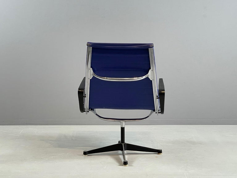 Ray & Charles Eames EA 116 / Vinyl Blue Swivel Lounge Chair, by Herman Miller For Sale 3