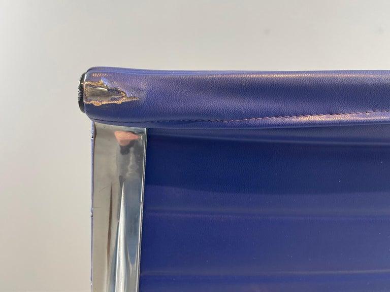 Steel Ray & Charles Eames EA 116 / Vinyl Blue Swivel Lounge Chair, by Herman Miller For Sale