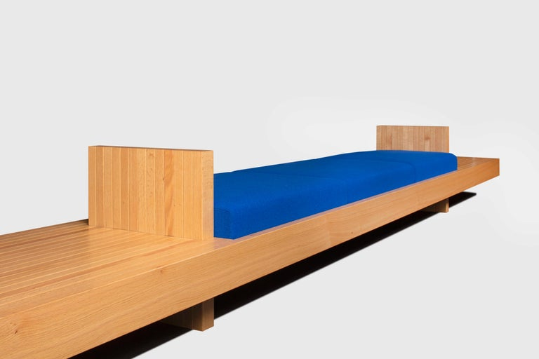 Ray Kappe RK4 sofa in red oak by Original in Berlin, Germany, 2020  This sofa can be used as a free standing bench or a Sofa. The piece is made out of solid material. The Fabric is Kvadrat Hallingdal 65  California Modernism is synonymous with