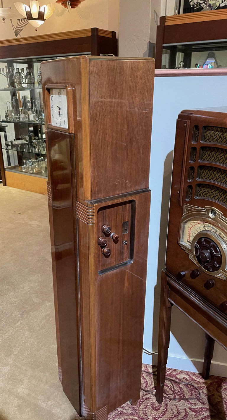 Raymond Loewy for Westinghouse Columaire Skyscraper Grandmother Clock Radio In Good Condition For Sale In Oakland, CA