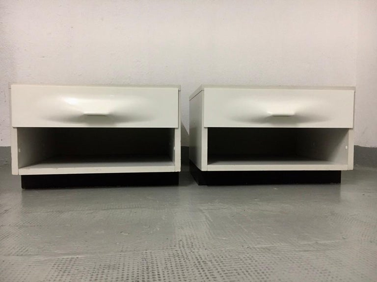 Raymond Loewy Pair of Bedside Tables by DF2000, France, 1960s In Good Condition For Sale In Geneva, CH
