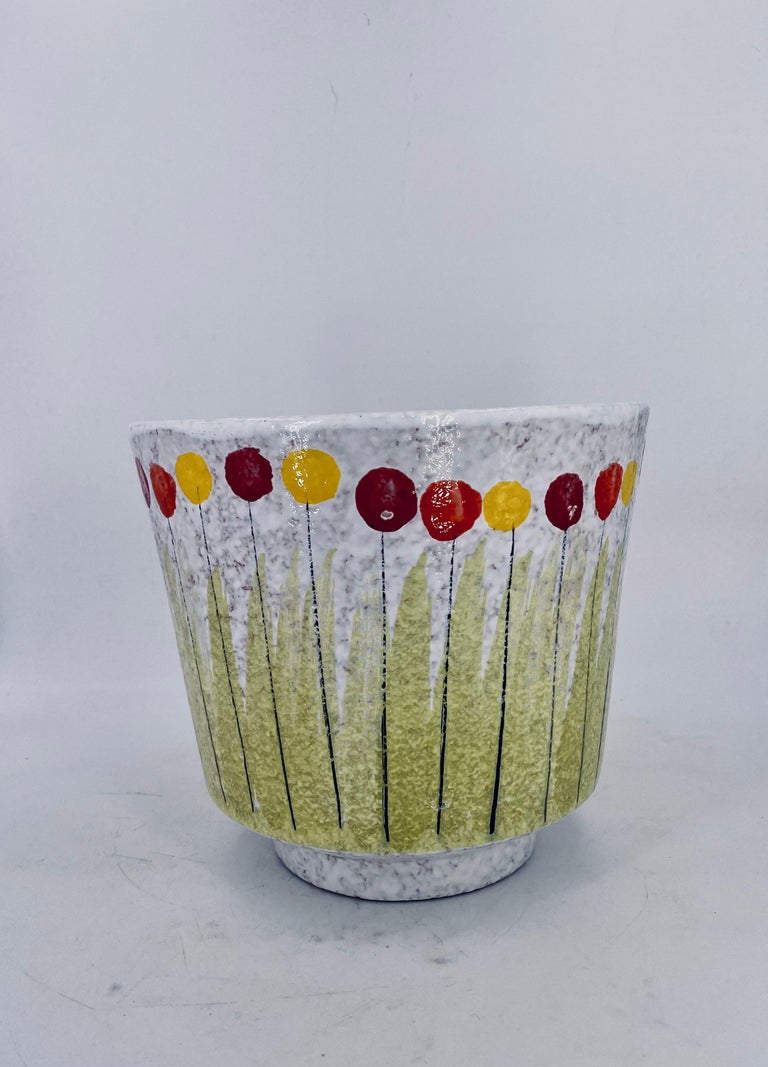 Beautiful rare planter hand-painted decoration circa the 1960s, great condition no chips or cracks great colors, hard to find.
