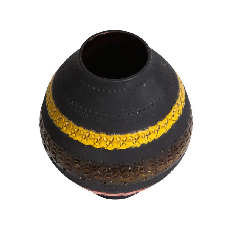 Bitossi for Raymor Vase, Ceramic, Matte Black, Yellow and Orange, Signed In Good Condition For Sale In New York, NY