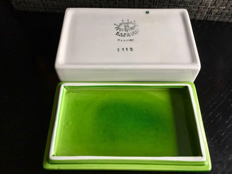 Raymor Green and White Ceramic Box In Good Condition For Sale In Los Angeles, CA