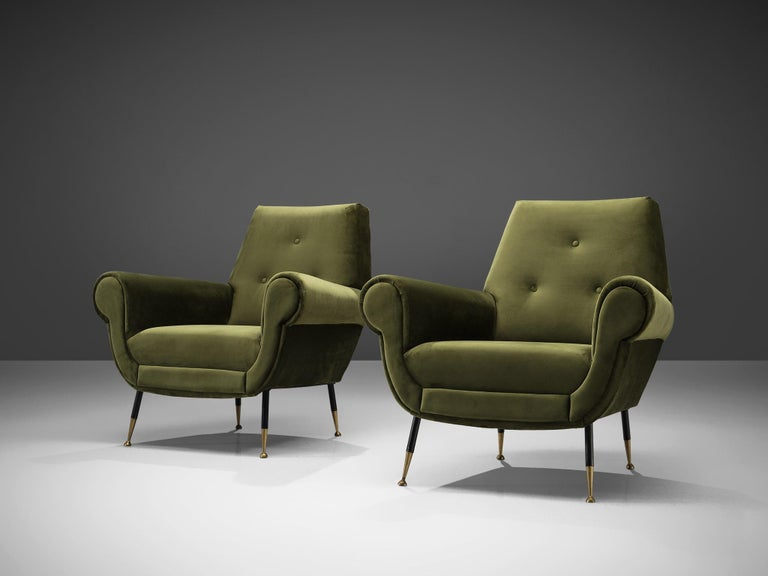 Recently Upholstered Italian Lounge Chairs in Green Velvet and Brass In Good Condition In Waalwijk, NL