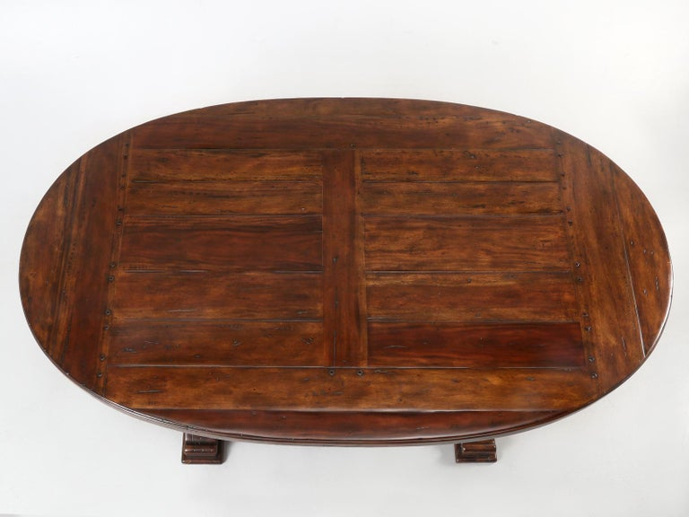 Reclaimed Hardwood Oval Dining Table In Good Condition For Sale In Chicago, IL