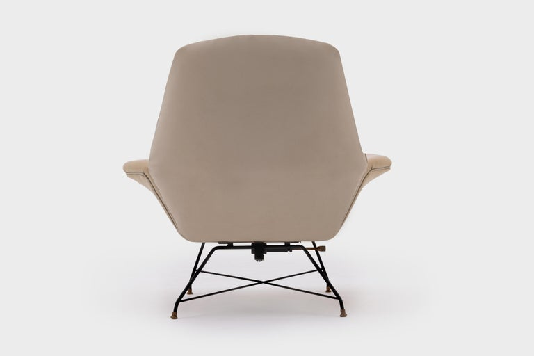 Lacquered Recliner Lounge Chair 'Lotus' with Hocker by Augusto Bozzi for Saporiti, 1960s For Sale
