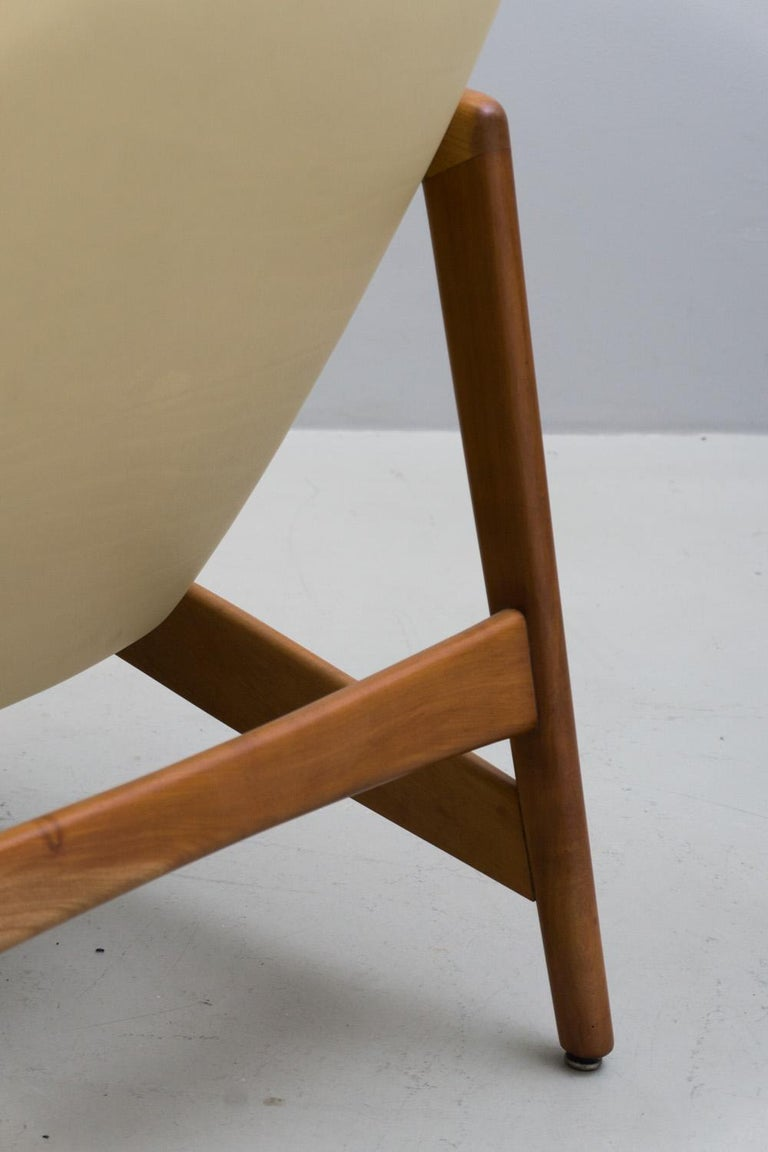 Reclining Armchair '829' in Cream Leather by Gio Ponti, 1960 For Sale 4