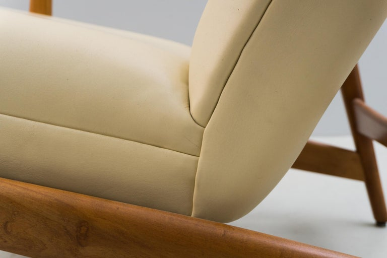 Reclining Armchair '829' in Cream Leather by Gio Ponti, 1960 For Sale 2