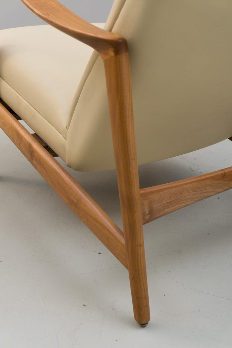 Reclining Armchair '829' in Cream Leather by Gio Ponti, 1960 For Sale 3