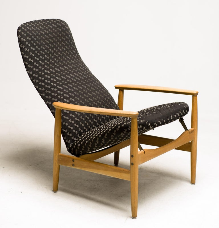 Lounge chair model Contour-Set 327 by Alf Svensson for Ljungs Industrier AB, Sweden. Adjustable in two different positions, very comfortable. Marked with the original label at the bottom of the seat. Great all original condition. The original