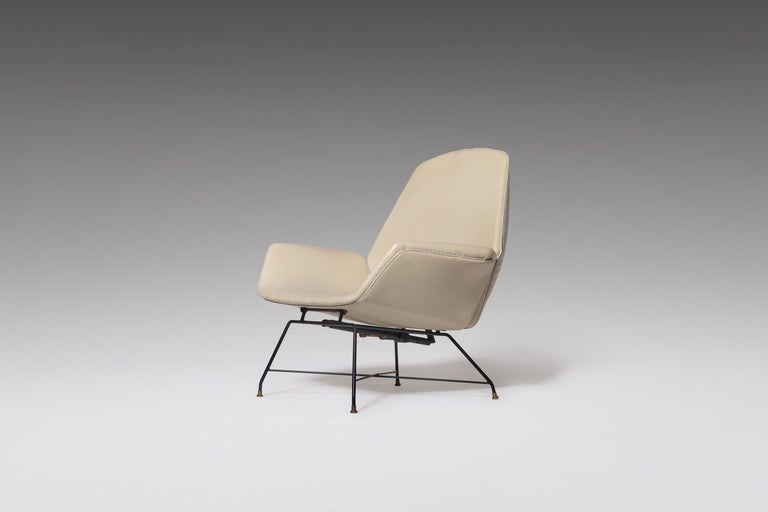 Reclining Lounge 'Lotus' Lounge Chair with Hocker by Augusto Bozzi for Saporiti In Good Condition For Sale In Rotterdam, NL