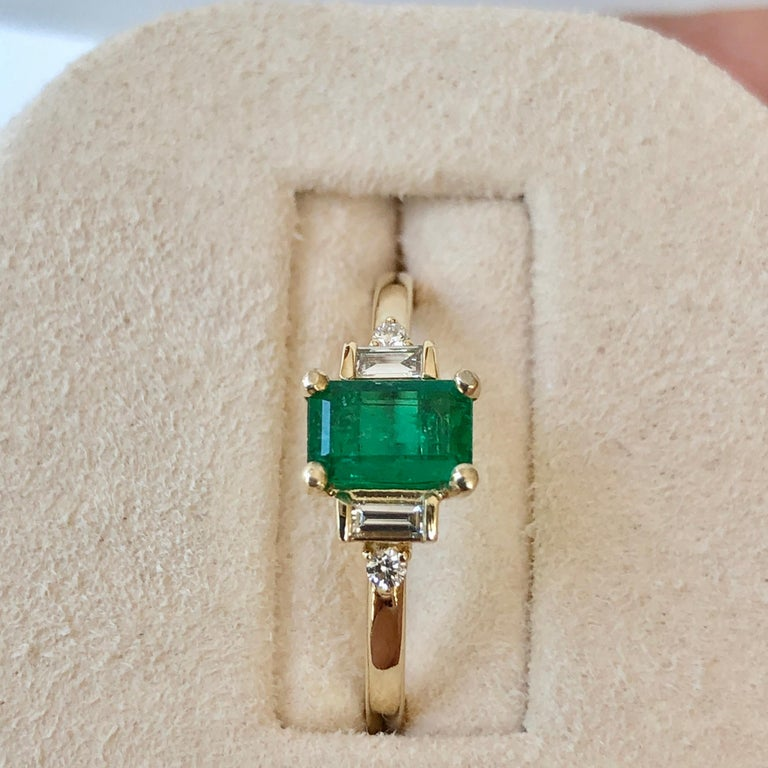 Rectangular Cut Emerald and Diamond Ring Gold In New Condition For Sale In Brunswick, ME