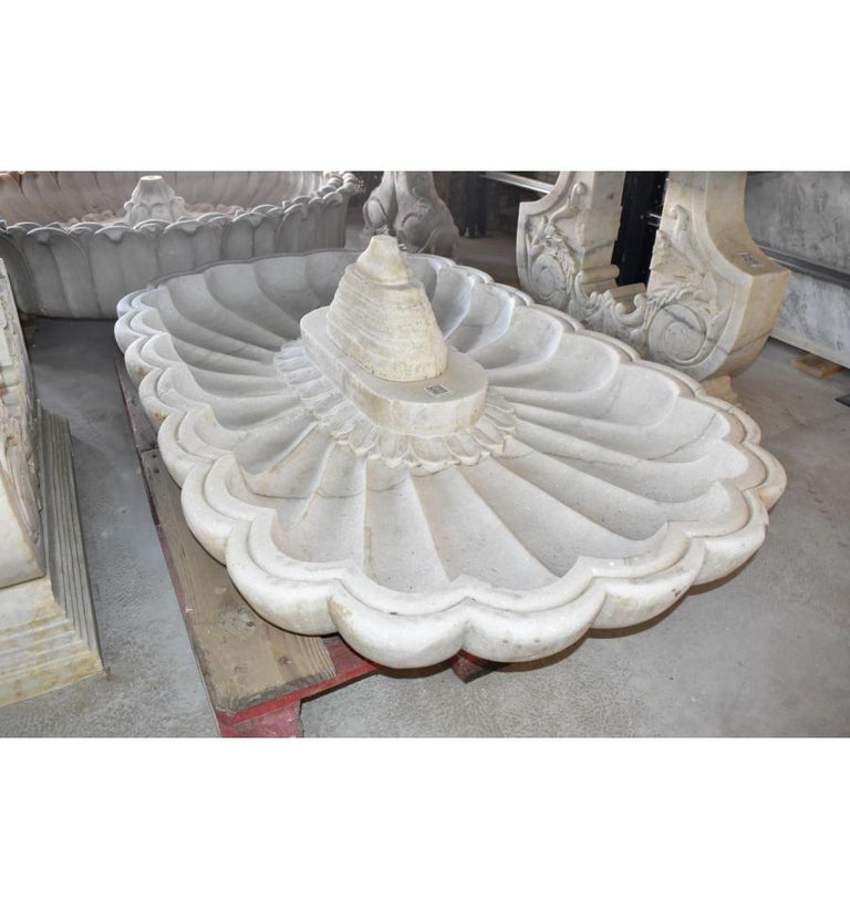 Rectangular Marble Hand-Carved One Piece Floor Fountain In Good Condition For Sale In Malaga, ES