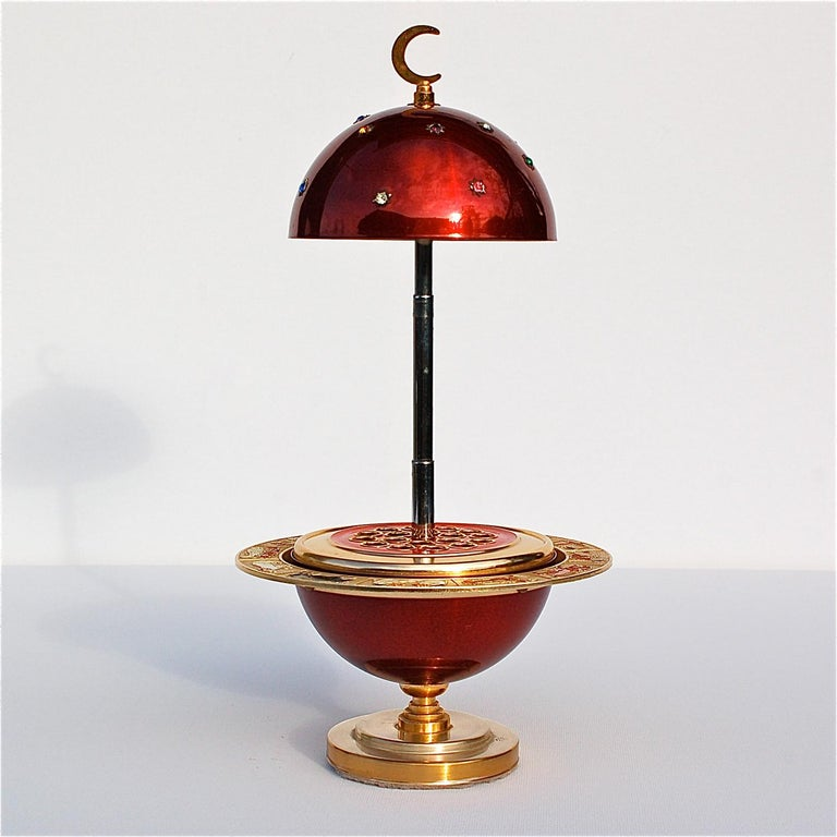 Red and Gold Colored Novelty Zodiac Globe Cigarette Holder, 1960s In Good Condition For Sale In Noorderwijk, BE