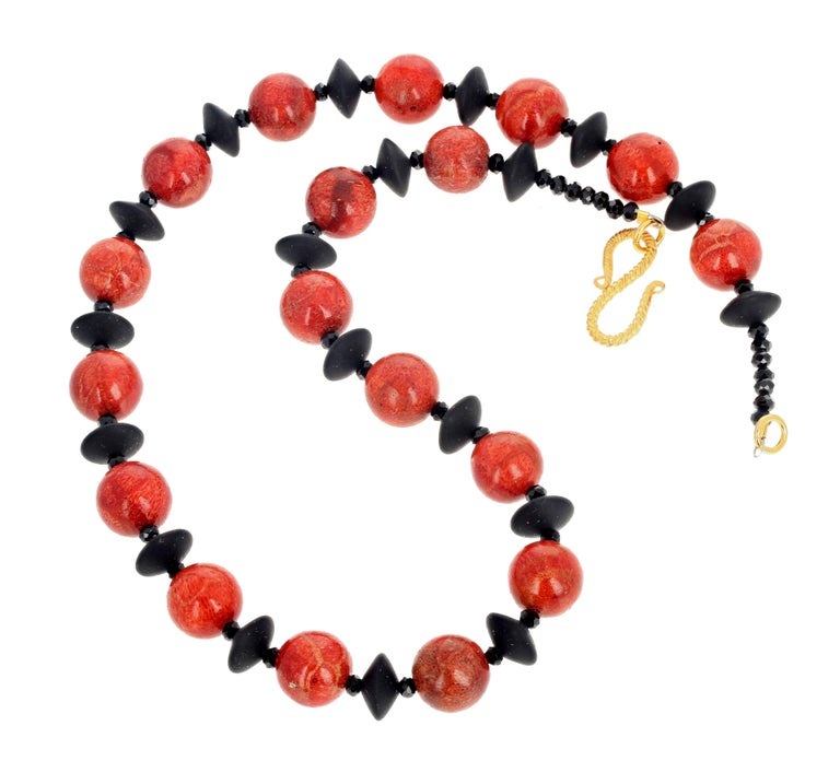 Red Bamboo Coral and Black Onyx Necklace In New Condition For Sale In Tuxedo Park , NY