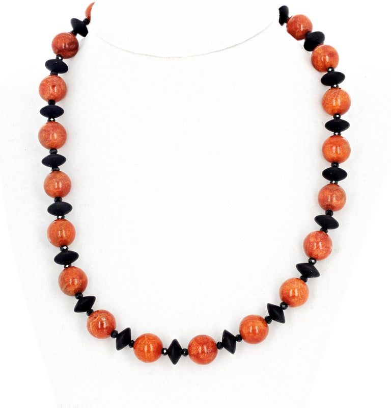 Red Bamboo Coral and Black Onyx Necklace For Sale 2