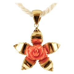 Red Coral Flower, 18 Karat Yellow Gold Flower Shape Pendant Retro Necklace