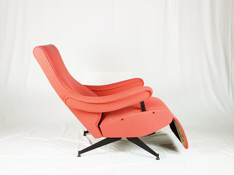 Red Fabric & Black Metal Reclining Armchair Oscar by N. Pini for Novarredo, 1959 In Excellent Condition For Sale In Varese, Lombardia