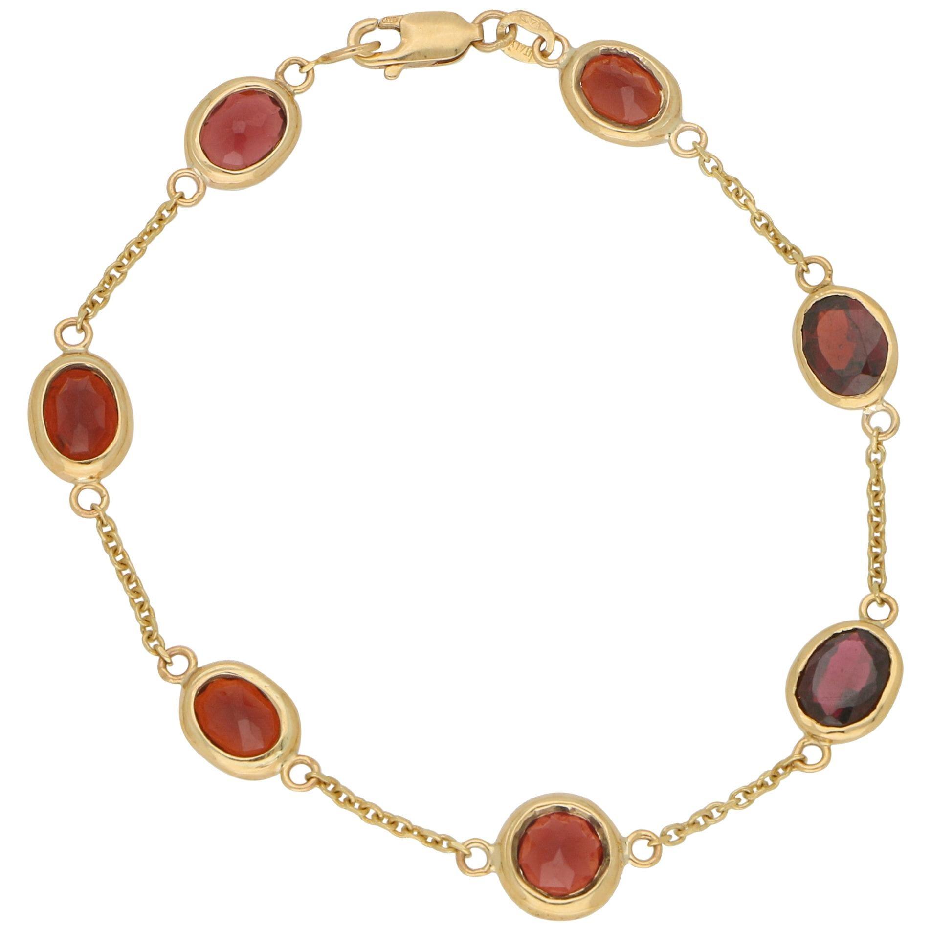 Red Garnet Spectacle Chain Bracelet Set in 9 Karat Yellow Gold