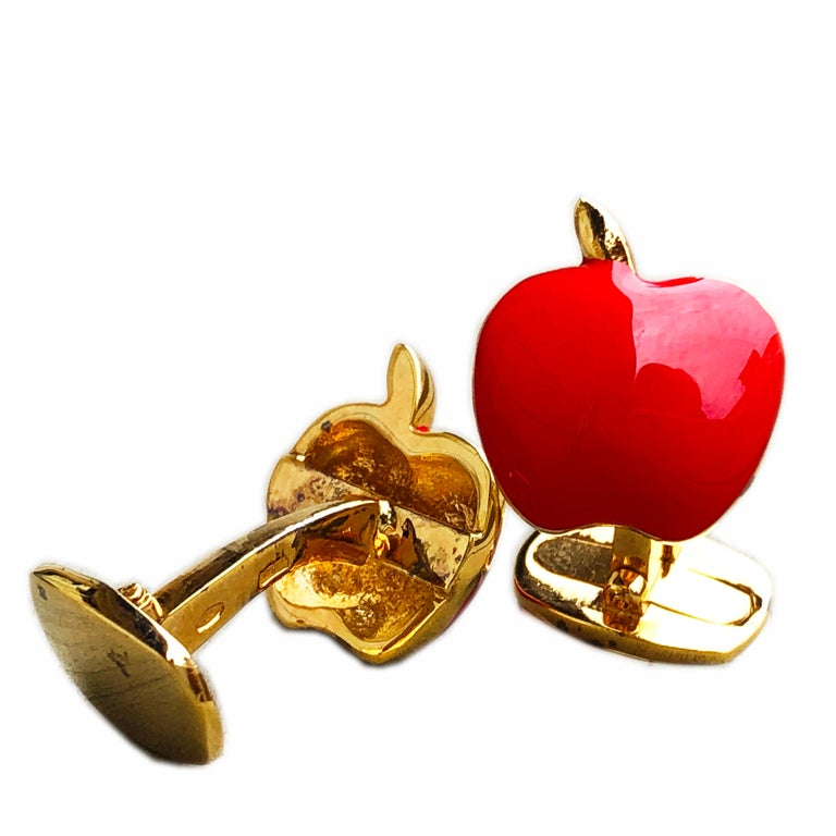 Red Hand Enameled Apple Shaped Sterling Silver Gold-Plated Cufflinks In New Condition For Sale In Valenza, IT