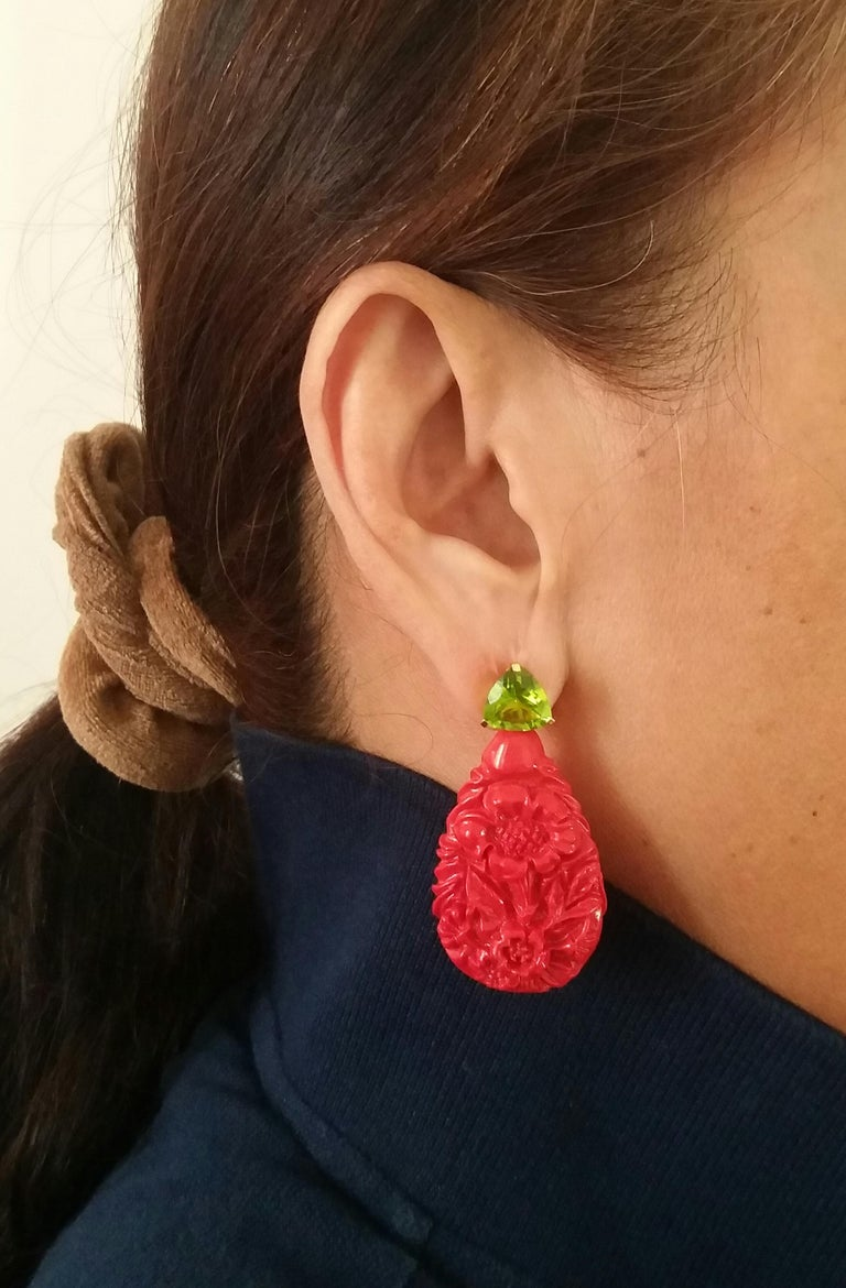 Red Lacquer Trillion Cut Peridot 14 Karat Solid Yellow Gold Big Drop Earrings For Sale 1