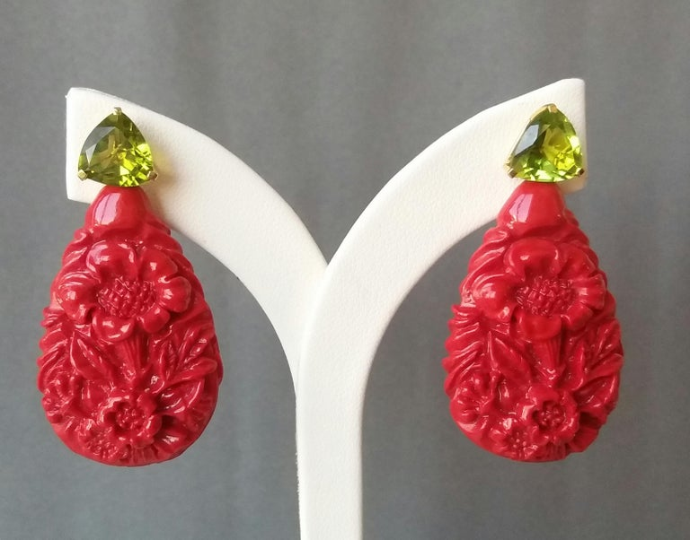 Red Lacquer Trillion Cut Peridot 14 Karat Solid Yellow Gold Big Drop Earrings For Sale 2