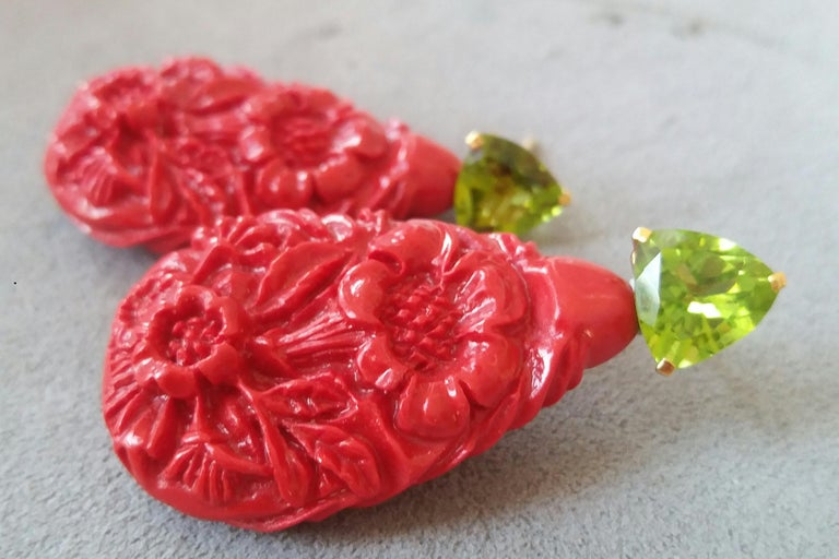 Red Lacquer Trillion Cut Peridot 14 Karat Solid Yellow Gold Big Drop Earrings For Sale 4