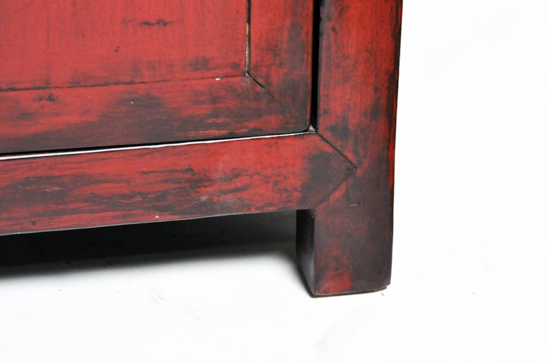 Red Lacquered Chinese Sideboard with Five Drawers and Three Shelves For Sale 11
