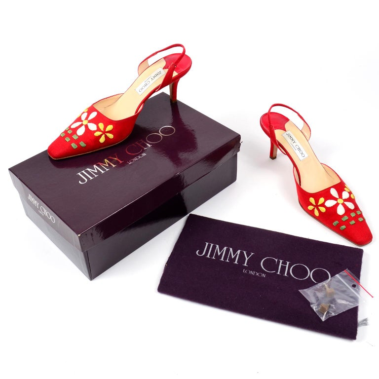These are such fun Summer Jimmy Choo red linen slingback heel shoes with a slightly squared toe and large white and yellow daisies on the uppers. These shoes come with their original box, dust bag and extra heel tips. Marked size 37 and they fit on