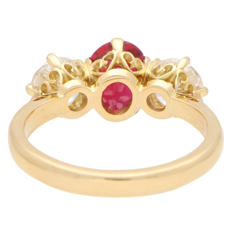 Red Ruby and Diamond Three-Stone Engagement Ring Set in 18 Karat Yellow Gold In Good Condition For Sale In London, GB
