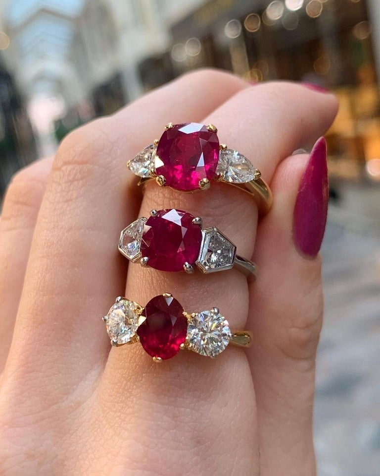 Red Ruby and Diamond Three-Stone Engagement Ring Set in 18 Karat Yellow Gold For Sale 1