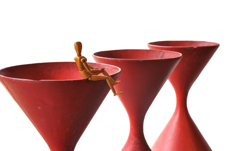 Mid-Century Modern Red Sculptural Hourglass Planters by Willy Guhl, Swiss Modernist, 1960s For Sale