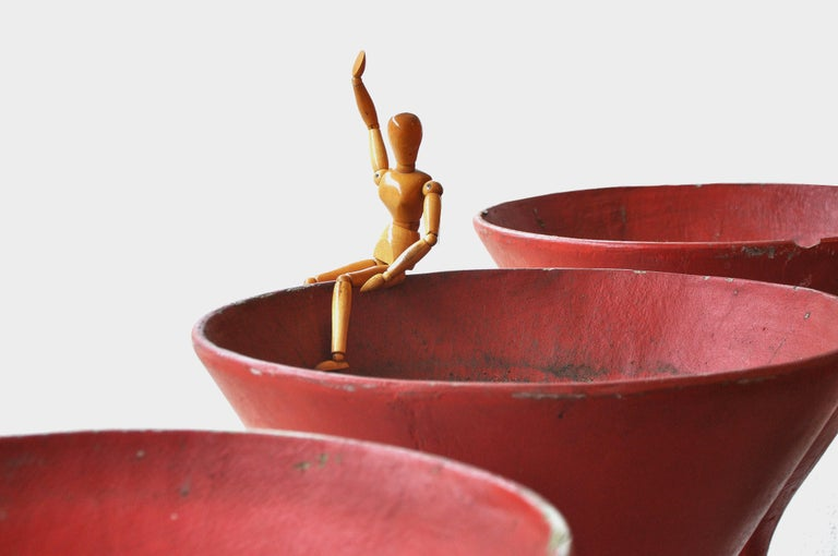 Red Sculptural Hourglass Planters by Willy Guhl, Swiss Modernist, 1960s For Sale 1
