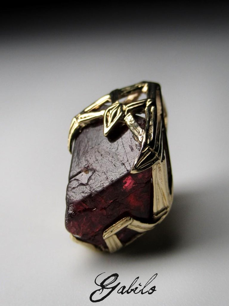 Red Spinel Crystal 18K Yellow Gold Pendant Dark Cherry Natural Raw Uncut Stone For Sale 5