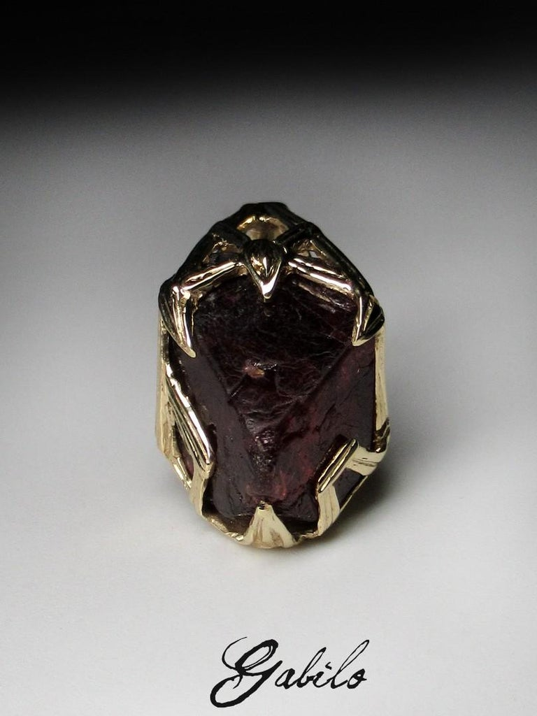 Red Spinel Crystal 18K Yellow Gold Pendant Dark Cherry Natural Raw Uncut Stone For Sale 6