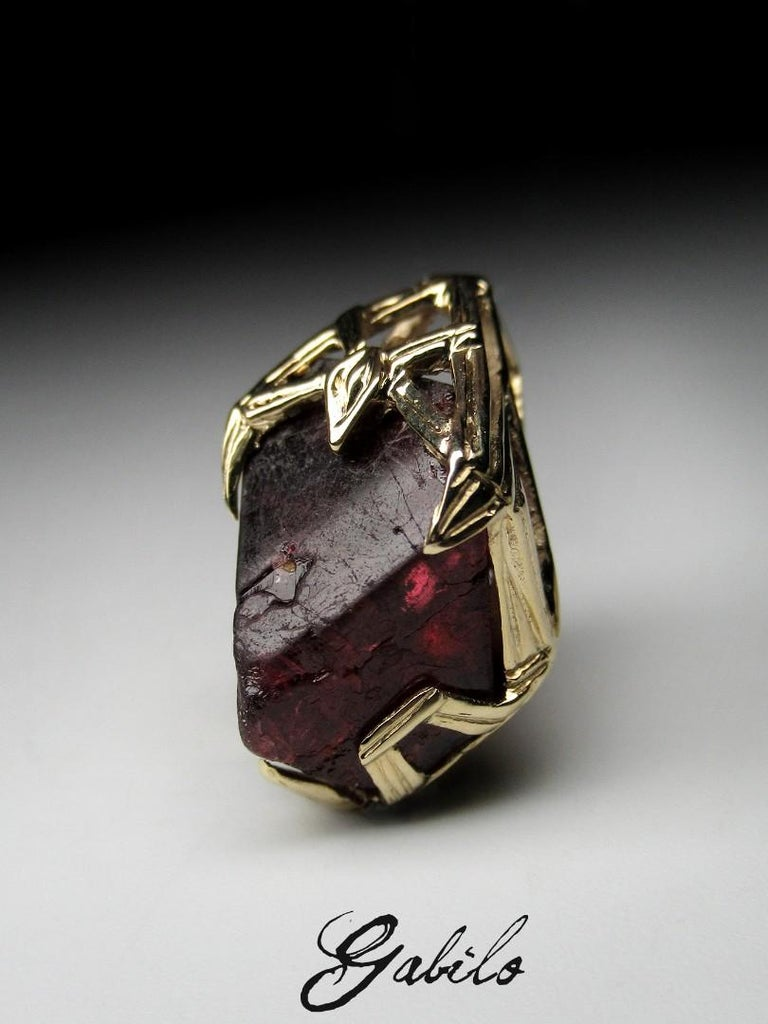Red Spinel Crystal 18K Yellow Gold Pendant Dark Cherry Natural Raw Uncut Stone For Sale 7