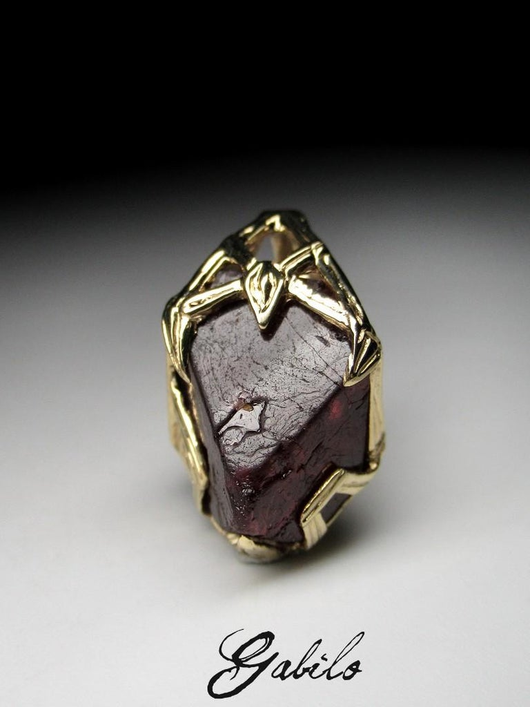 Red Spinel Crystal 18K Yellow Gold Pendant Dark Cherry Natural Raw Uncut Stone For Sale 8