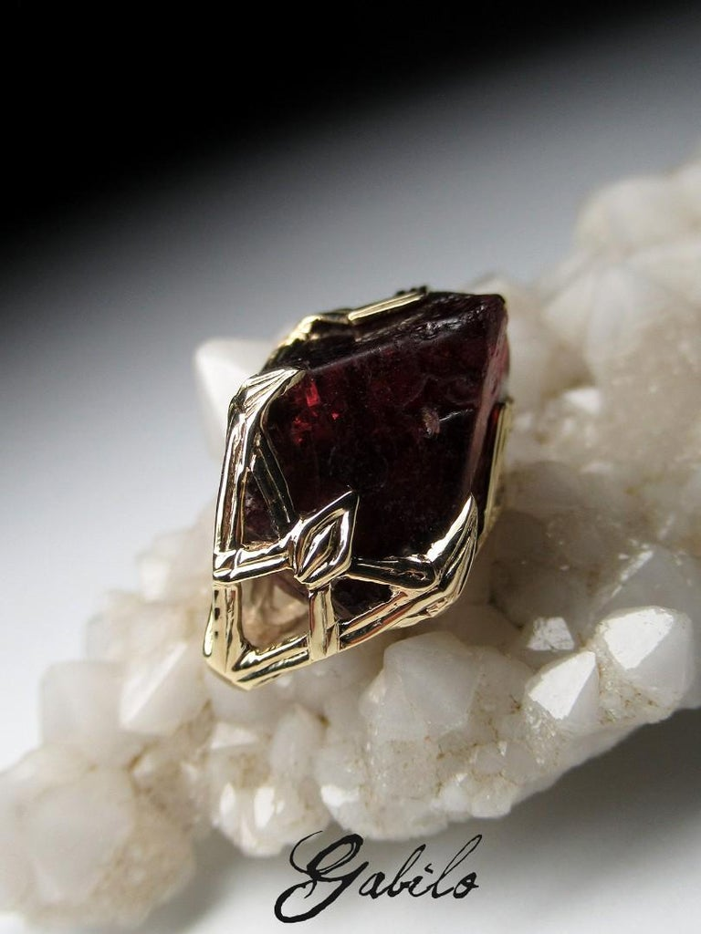 Women's or Men's Red Spinel Crystal 18K Yellow Gold Pendant Dark Cherry Natural Raw Uncut Stone For Sale