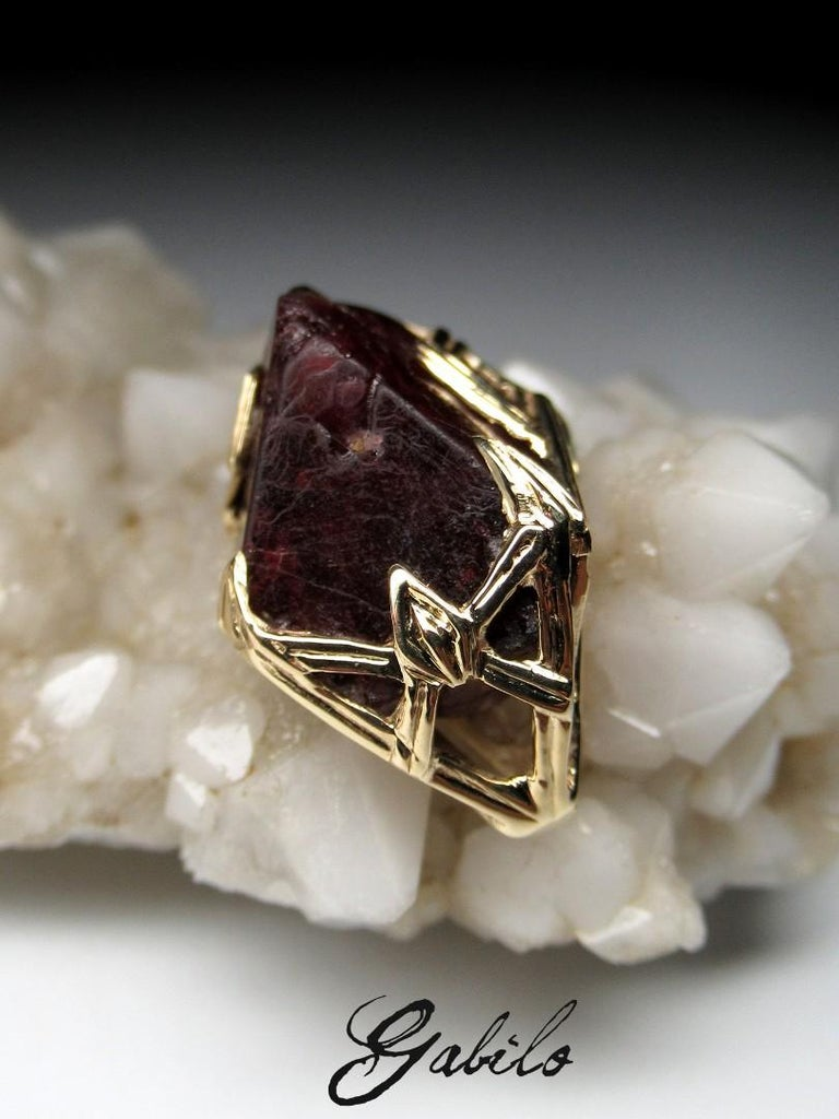 Red Spinel Crystal 18K Yellow Gold Pendant Dark Cherry Natural Raw Uncut Stone For Sale 1