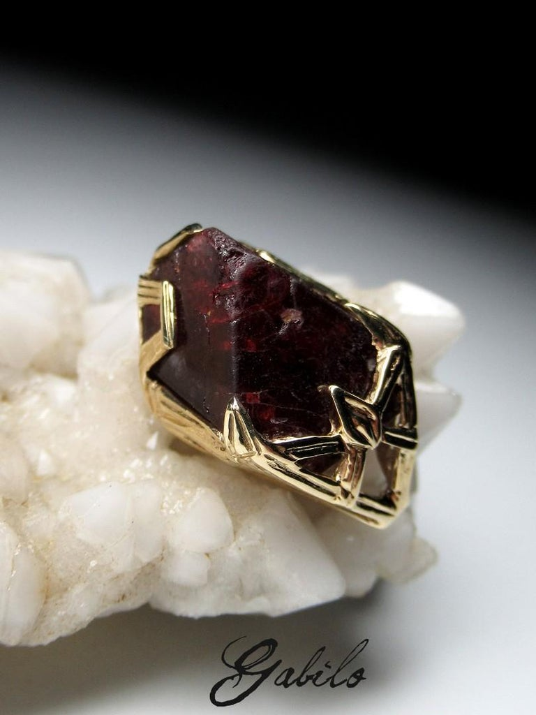 Red Spinel Crystal 18K Yellow Gold Pendant Dark Cherry Natural Raw Uncut Stone For Sale 2